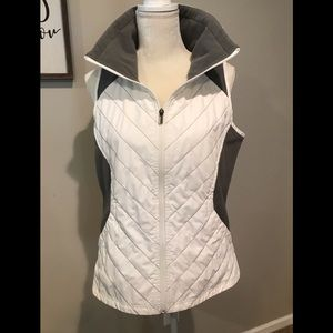 Columbia White and Dk. Gray Lt. Weight Vest. Sz. M